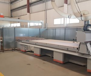 The HOLZHER reference customer Pulsar from Dubai is enthusiastic about the integrated storage solution with pressure beam saw and nesting machine